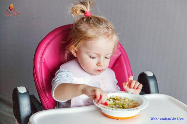 Cách giúp trẻ hứng thú với bữa ăn