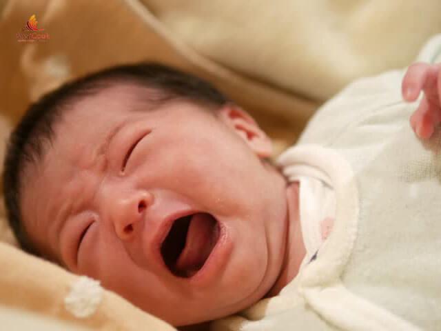 Trẻ quấy khóc trong tuần khủng hoảng