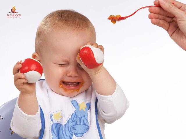 trẻ quấy khóc trong suốt tuần khủng hoảng
