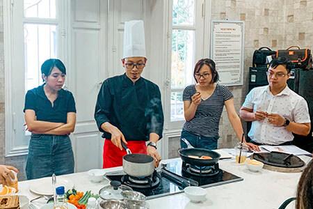 Lớp thực hành đầu bếp của con
