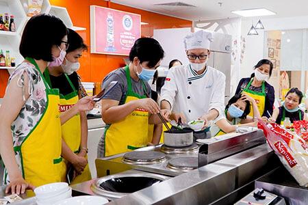 Lớp thực hành ăn dặm đầu bếp của con