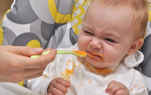 Trẻ nhỏ biếng ăn sinh lý