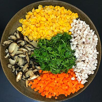 Sơ chế nguyên liệu làm sup gà nấm hương