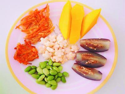 Kết hợp rau của cùng các loại đồ ăn khác tạo bữa ăn da dạng cho bé